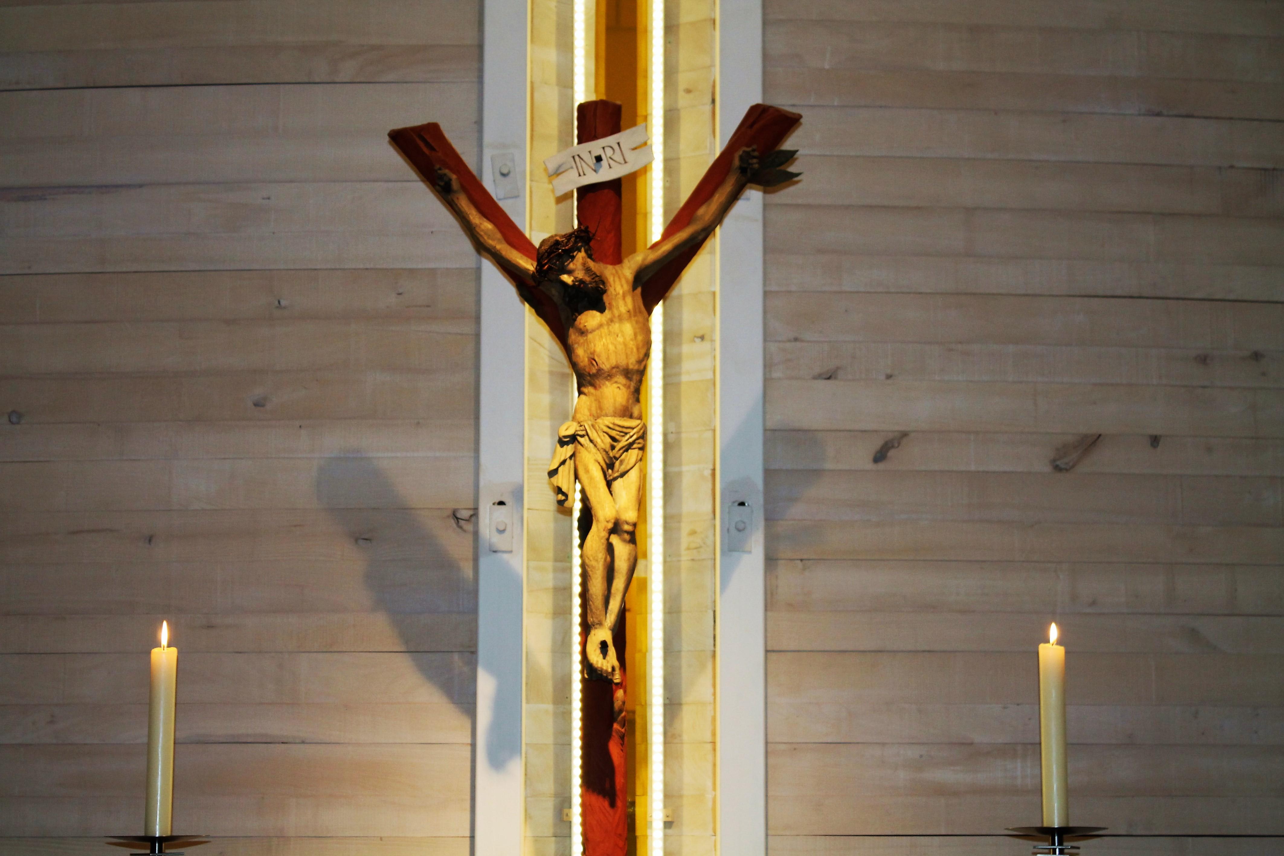 Kapelle Kreuz Mit Kerzen